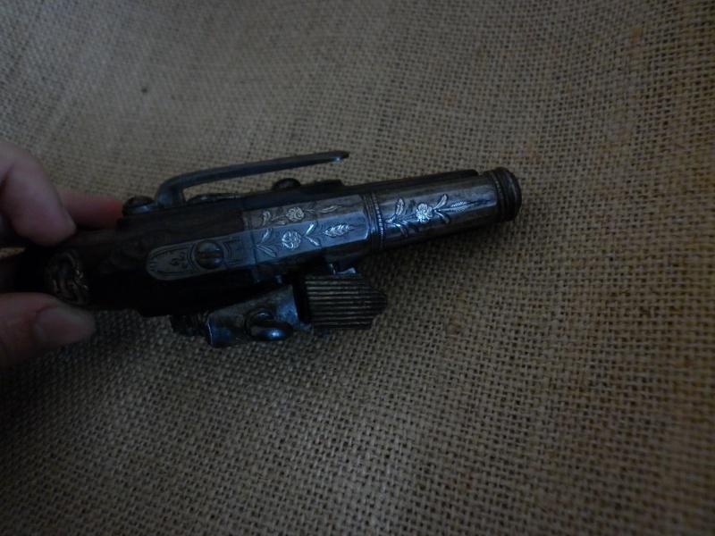 pistolet de voyage espagnol mi-XVIIIe - Page 2 P1010440