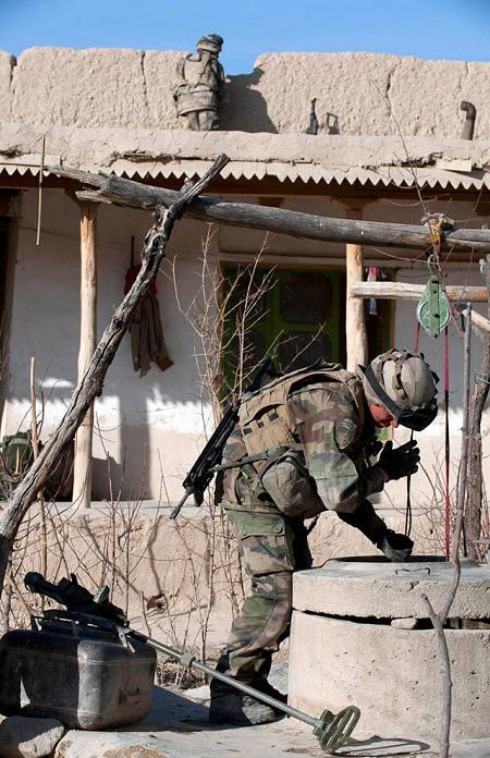 La Task Force La Fayette met la main sur un important chef insurgé en Kapisa Afghan10