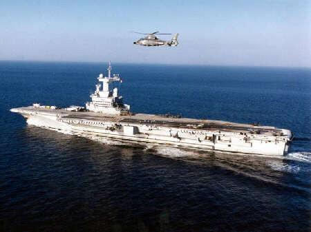 Le porte-avions Charles de Gaulle est de retour à Toulon Cdg0110