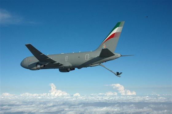 L'Italie a reçu son premier avion ravitailleur KC-767 Kc767-11