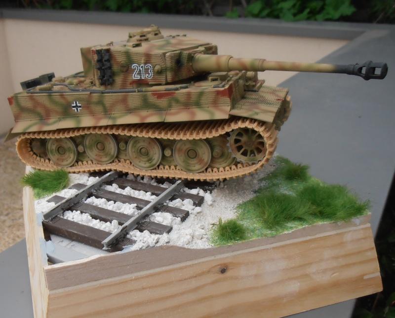 Tiger I ausf E  ( le diorama ) - Page 3 P4191712