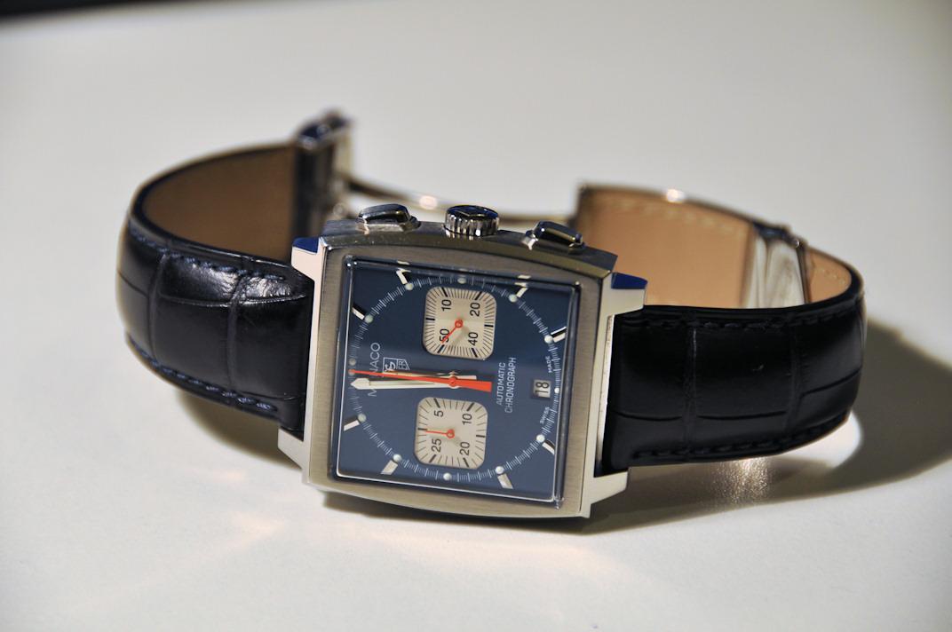 Présentation Heuer Monaco 3 compteurs Vintage. ( produit seulement à environ 1000 ex  en tout avec 3 versions de cadran différents) Dsc_1811