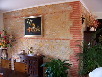 الديكورات الحجريه لجدران بيتك تعطي منظر رائع ودافئ 35275410