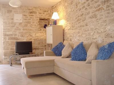 الديكورات الحجريه لجدران بيتك تعطي منظر رائع ودافئ 75099810