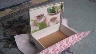 ابتكارات يدويه من علبة فناجين الشاي  Ooouoo17