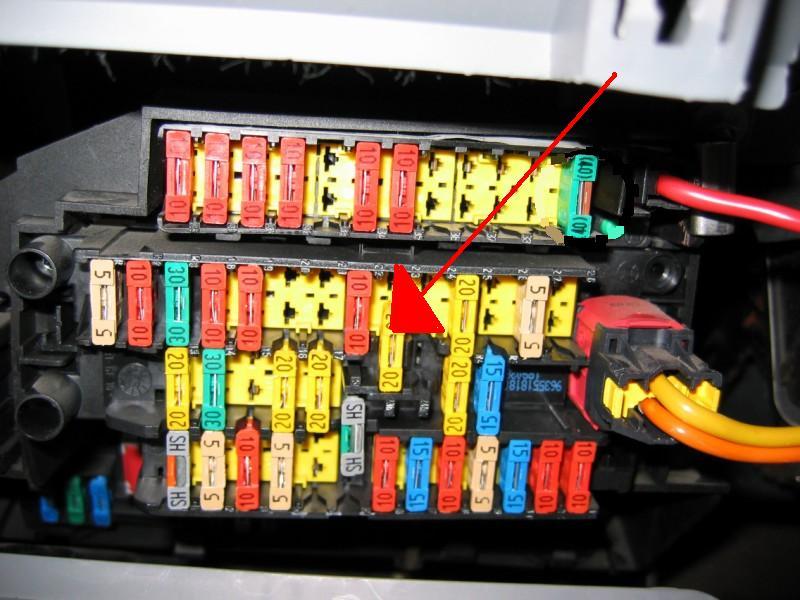 problème lumière boite a gant/plafonnier 87247810