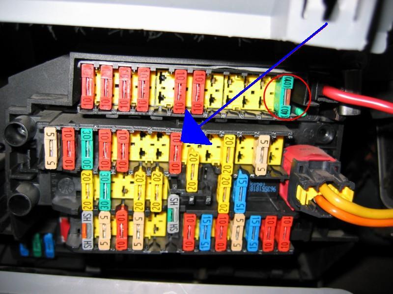 problème lumière boite a gant/plafonnier 87247811