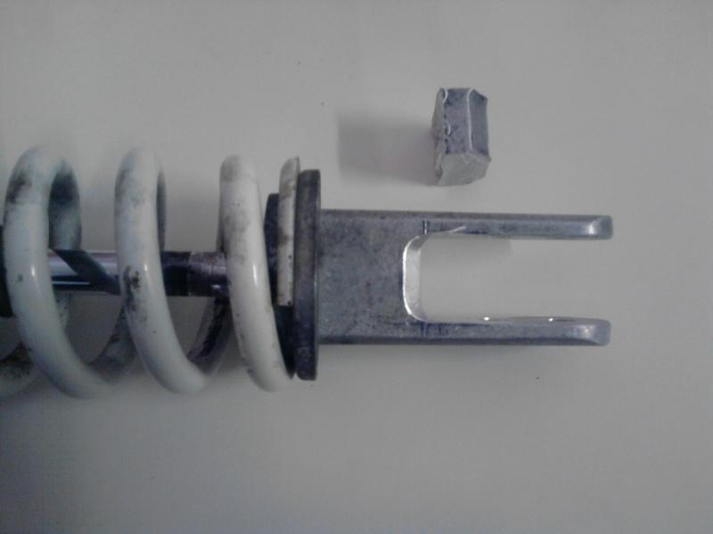 Modificare ammortizzatore per abbassare la moto. P2409111