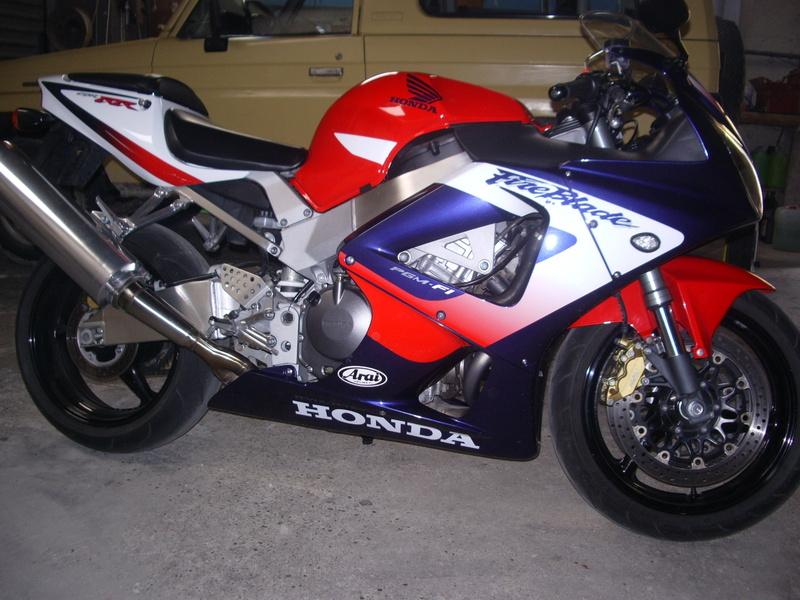 Honda 900 CBR RR piste Photo013