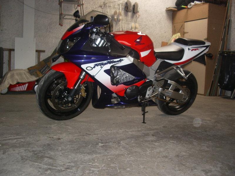 Honda 900 CBR RR piste Photo014