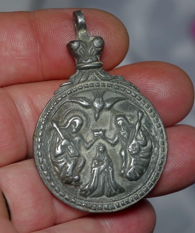 **SUPERBE** Magnifique médaille en argent - Ste-Famille - XVIIème Ste_fa10