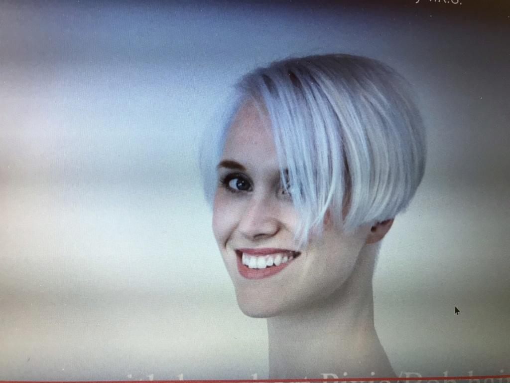 Celles qui ont des cheveux blancs! - Page 3 21570010