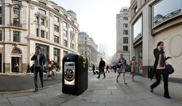 Londres : l'espion était caché dans la poubelle Pedest11