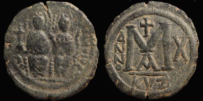Une belle imitation militaire du demi follis de Justin II et Mibjst10