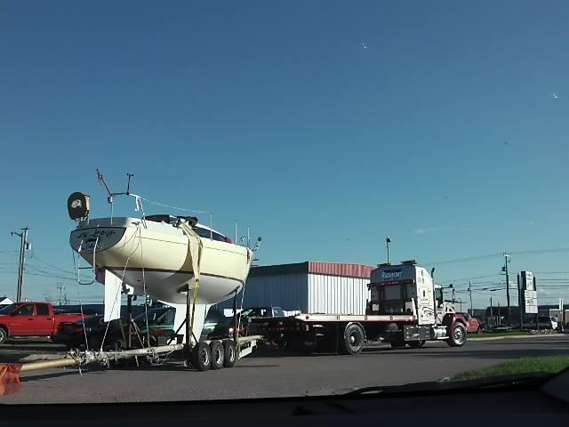 Transport voilier sur remorque avec roues sans freins 93125410