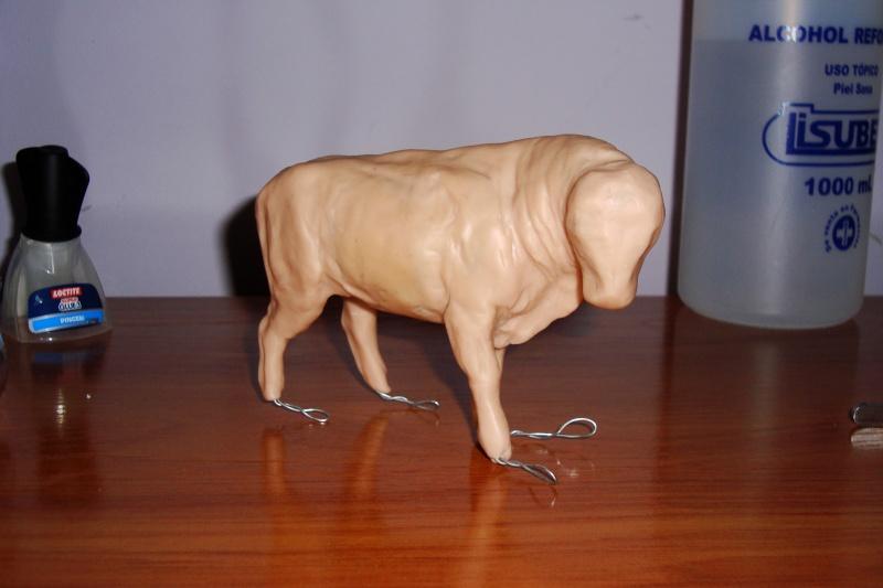 Modeling an auroch bull Dsc03813