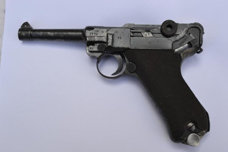 """Un Luger Mauser """"banner"""", de police, daté 1939. Intern10"""