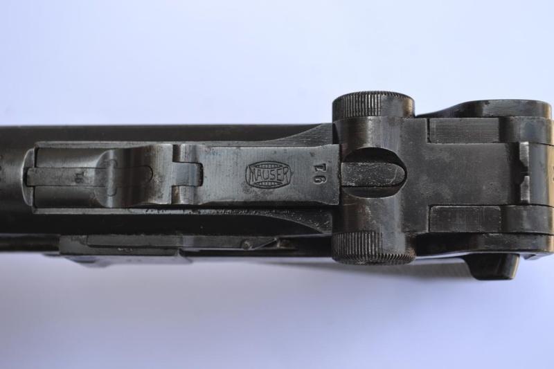 """Un Luger Mauser """"banner"""", de police, daté 1939. Intern13"""