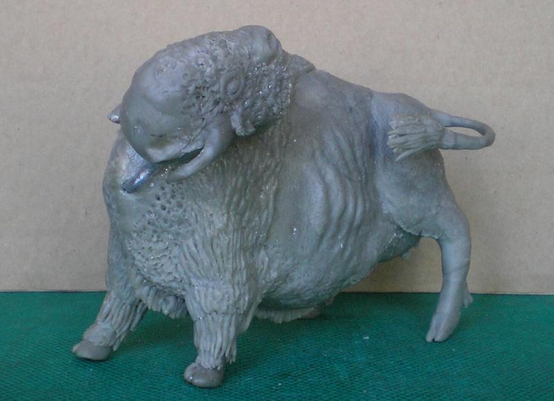 Bison-Kuh in eigener Modellierung für die Figurengröße 7 cm 137g5_10