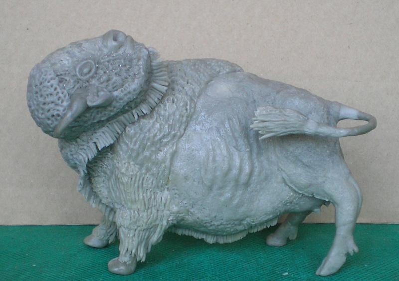 Bison-Kuh in eigener Modellierung für die Figurengröße 7 cm 137g7a10