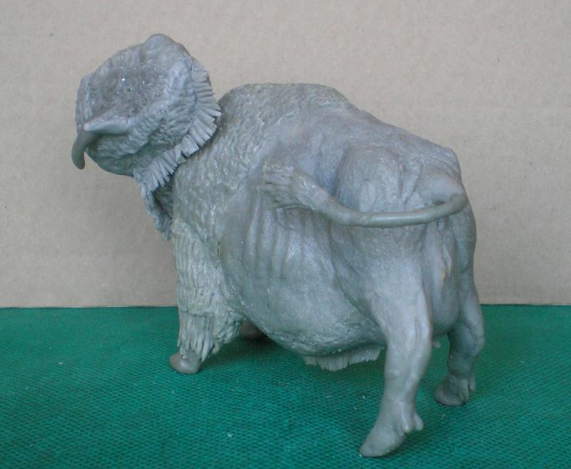 Bison-Kuh in eigener Modellierung für die Figurengröße 7 cm 137g7b10
