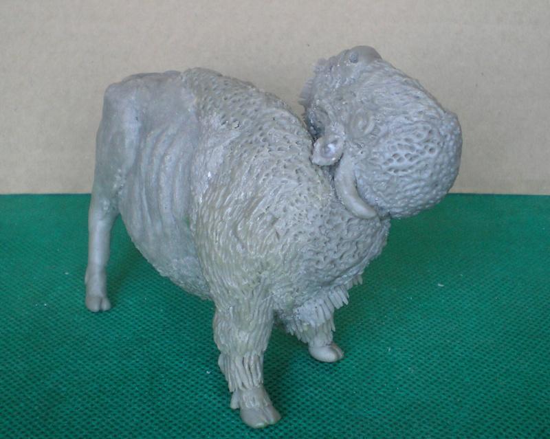Bison-Kuh in eigener Modellierung für die Figurengröße 7 cm 137g7e10