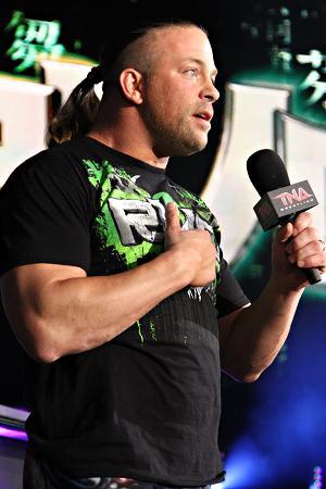 [Contrat] Départ d'un ex-champion de la TNA ? Rvd_1610