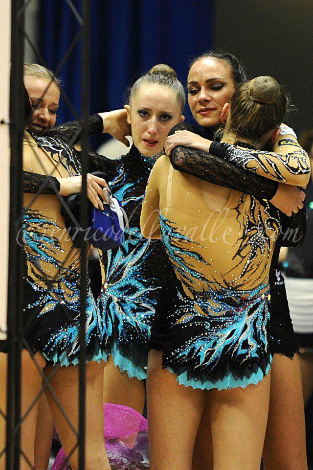 Amitié entre les gymnastes - Page 8 55498710
