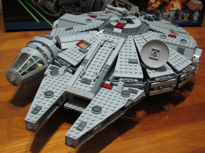 REVIEW: Lego Star Wars 7965 Millennium Falcon (2011) Img_6010