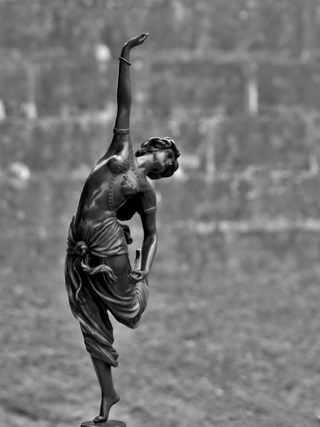 la danseuse au pieds nus P8181114