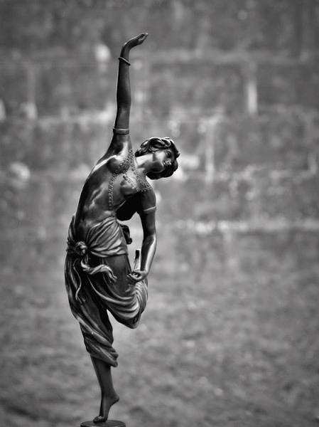 la danseuse au pieds nus P8181115