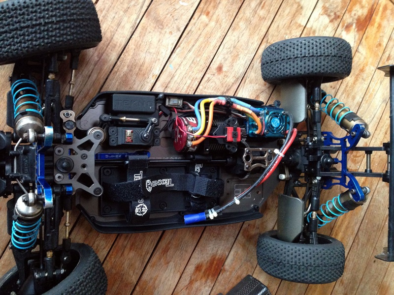 Vends Kyosho MP9 Tekno RC complet Mp9-310