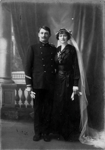 [Les traditions dans la Marine] Mariage en tenue - Page 2 Img-0012
