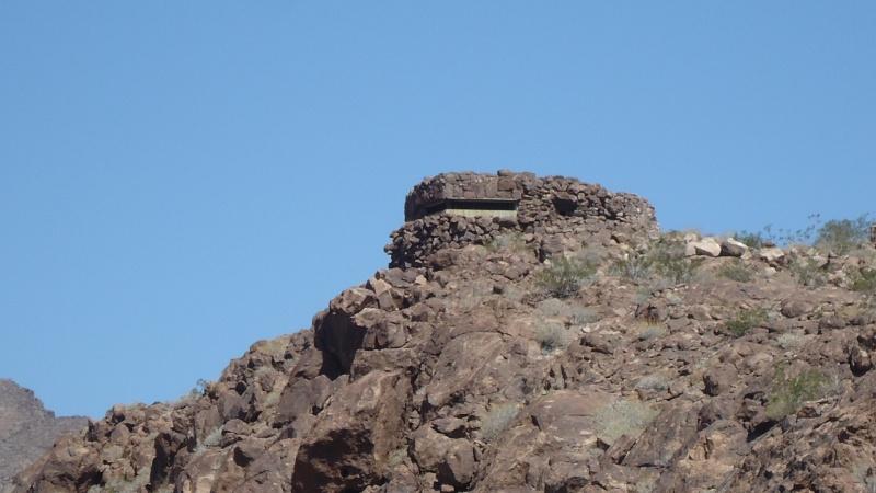 Bunker dans le desert Dsc05112