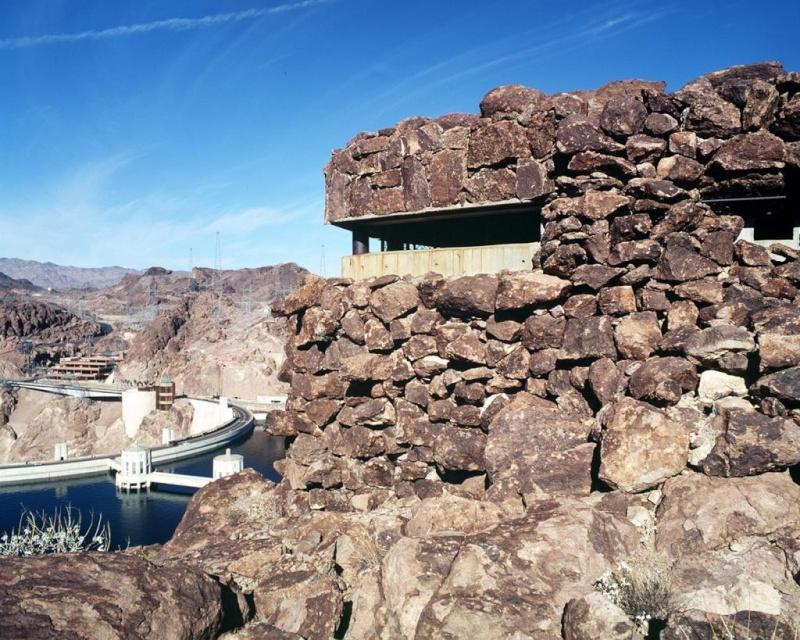 Bunker dans le desert Restri10