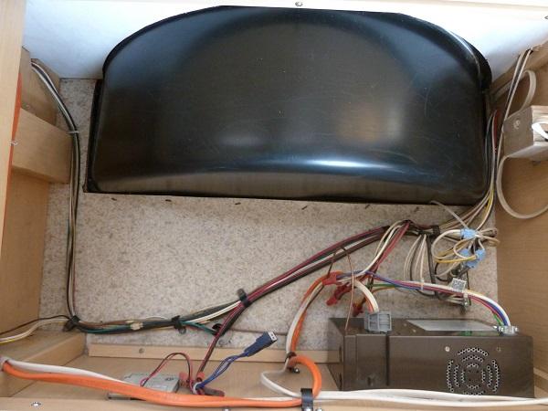 Pourriture au plancher / fausse aile P1100814