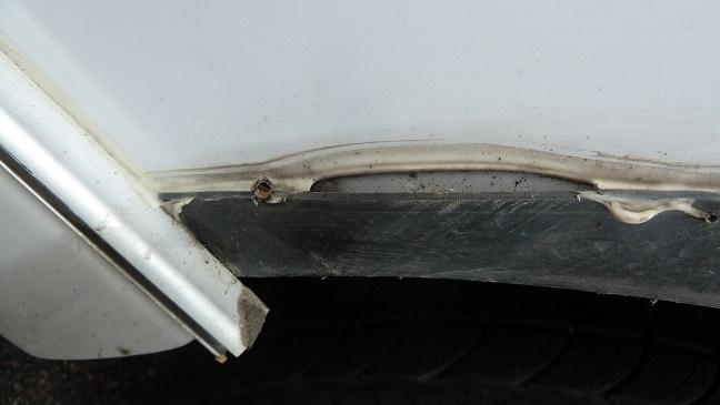 Pourriture au plancher / fausse aile P1100816