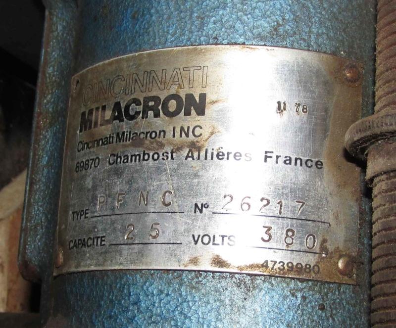 Une hybride Milacron PFNC25 Img_3840