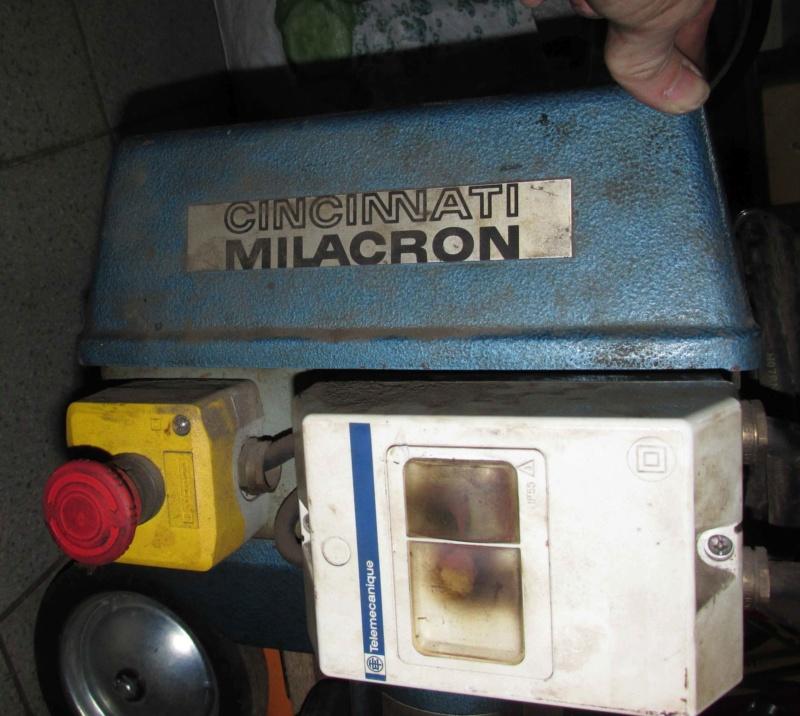 Une hybride Milacron PFNC25 Img_3841