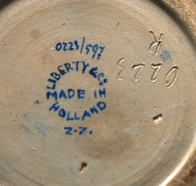 Gouda Art Pottery & Delftware (Holland) A_goud11