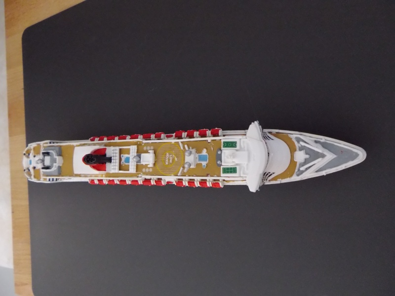 Queen Mary II de Revell au 1/1200 Imgp0014