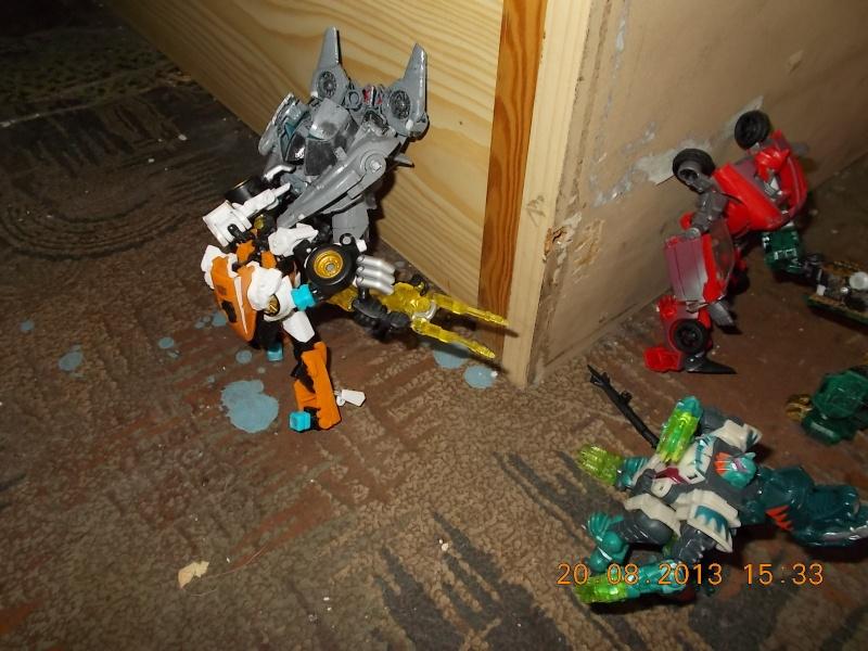 Vos montages photos Transformers ― Vos Batailles/Guerres | Humoristiques | Vos modes Stealth Force | etc - Page 9 Dscn0124