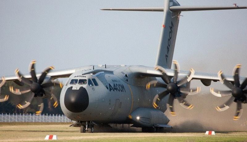 AIRBUS livre le premier A400M à l'Armée de l'AIR francaise
