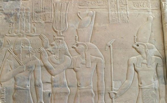 Comment le taureau blanc se mit à parler. - Page 5 Horus-10