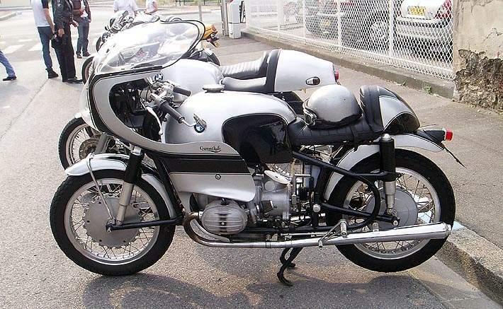 C'est ici qu'on met les bien molles....BMW Café Racer - Page 12 0626-110
