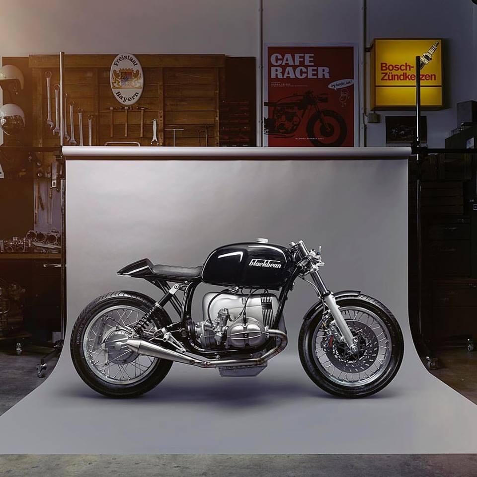 C'est ici qu'on met les bien molles....BMW Café Racer - Page 12 Blackb10