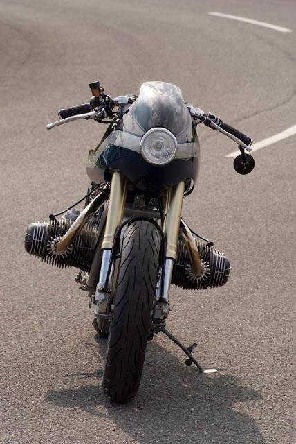 C'est ici qu'on met les bien molles....BMW Café Racer - Page 10 Bmw_ca11