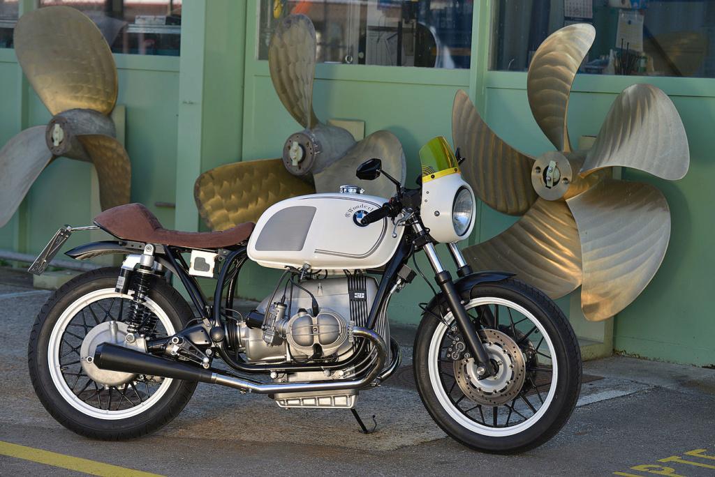 C'est ici qu'on met les bien molles....BMW Café Racer - Page 9 Csm_r110