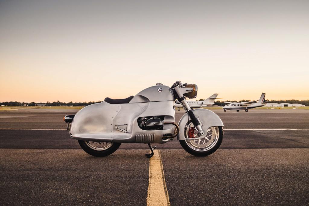 C'est ici qu'on met les bien molles....BMW Café Racer - Page 11 Custom11