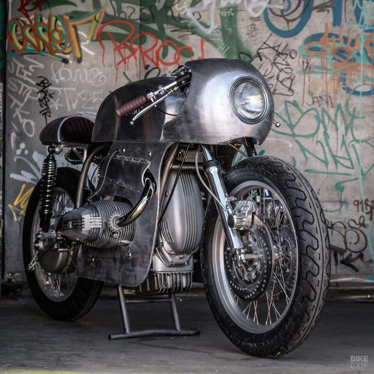 C'est ici qu'on met les bien molles....BMW Café Racer - Page 13 Custom15